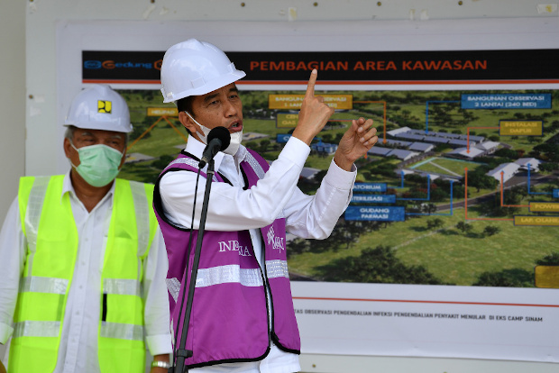 Indonesian President Joko Widodo gestures during a news briefing about an emergency hospital being built to treat coronavirus patients in the Riau Islands province, April 1, 2020. [Reuters]