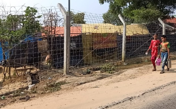 Bangladesh: On Track to Complete Barbed-Wire Fence Around Rohingya Camps by mid-2021