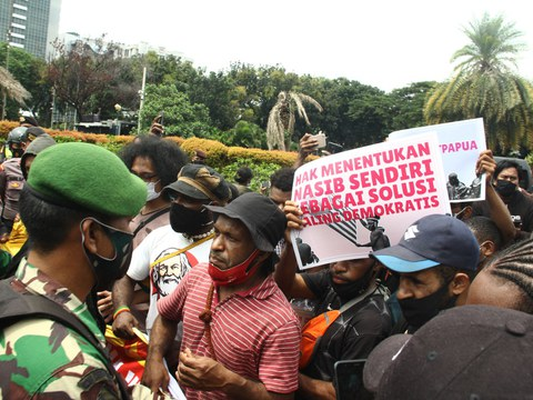 A group of Papuan pro-independence protesters face off with police in Jakarta, Dec. 19, 2020.