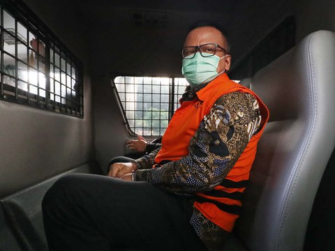 Former Indonesia Fisheries Minister Edhy Prabowo sits in a police vehicle after being sentenced to five years following his bribery conviction, July 15, 2021.