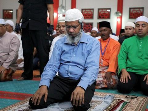 Malaysia-based Indian Islamic televangelist Zakir Naik prays at a mosque in Melaka, Malaysia, Sep. 7, 2019.
