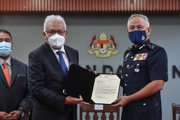 Home Minister Interferes in Police Affairs, Malaysia's Outgoing Top Cop Says