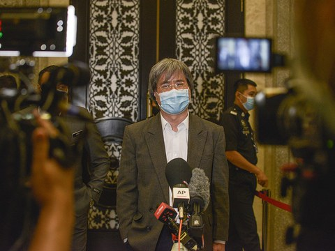Malaysiakini editor-in-chief Steven Gan speaks to reporters at the Putrajaya Federal Court in Malaysia after it rejected his application to quash contempt charges initiated by the attorney general over readers' comments on the judiciary, July 2, 2020.