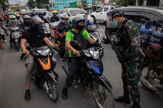 Filmed on Video, Cop's Slaying of 2 Neighbors Shocks Filipinos