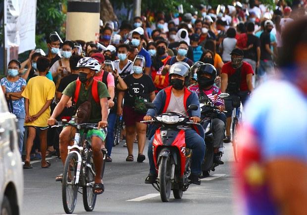 Panicked Filipinos Rush to Vaccination Sites before Metro Manila Lockdown